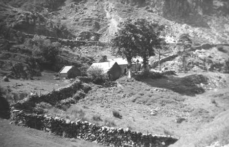 Blaen y Nant Farmhouse 1953. the outhouse was the BEC Climbing hut from 1950 until 1954